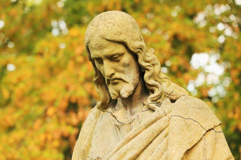 statue of Jesus looking down