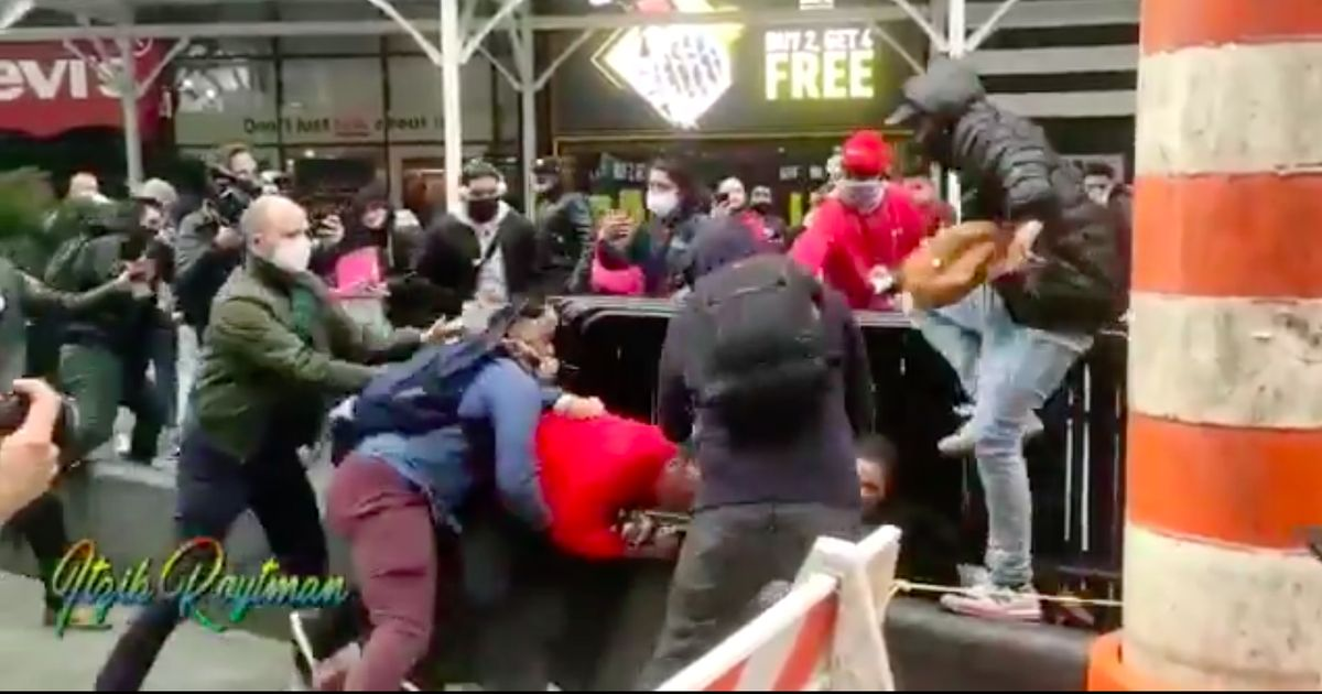 Antifa Mob Throws Rocks, Pepper-Sprays, and Assaults Jews for Trump in New York